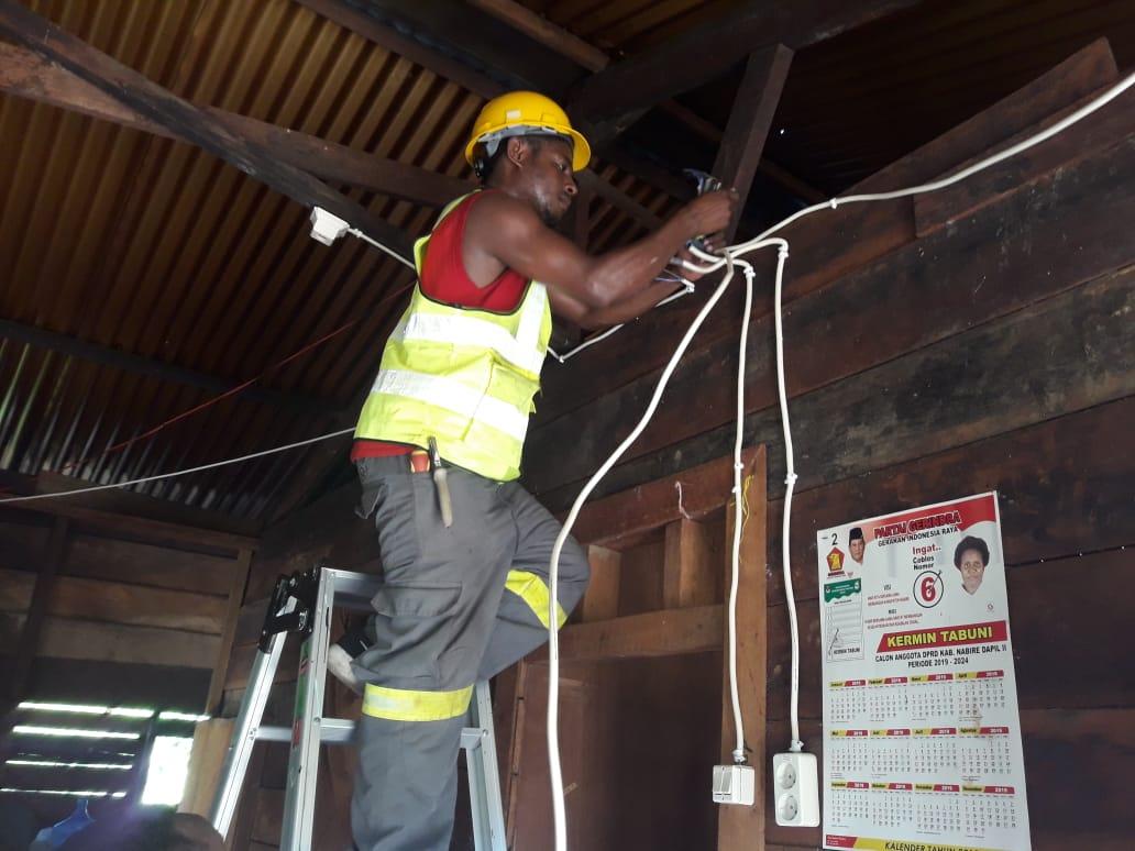 PLN listriki rumah 100 keluarga 3T di Papua dan Papua Barat