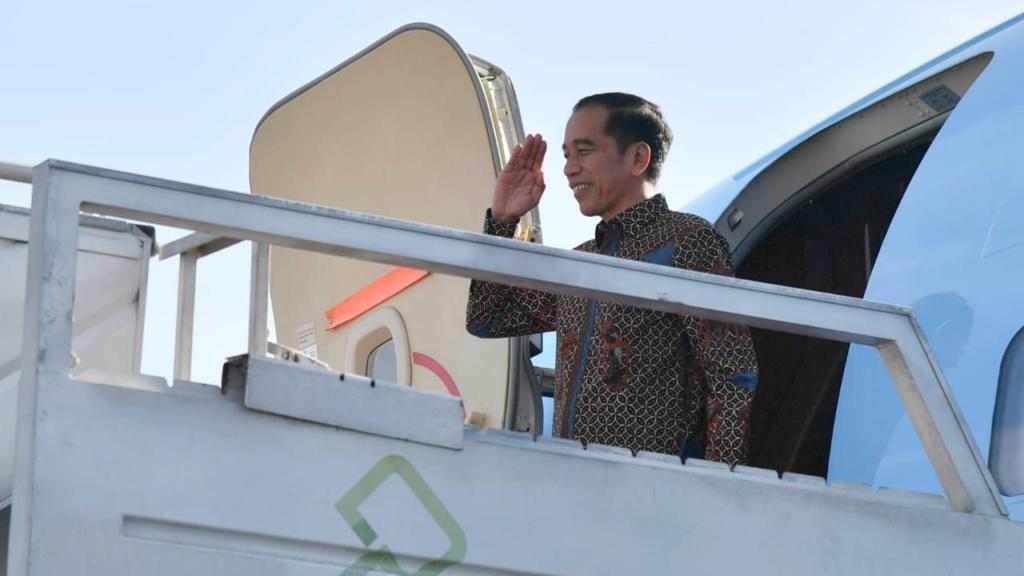 Presiden Jokowi Bertolak ke Abu Dhabi, Bahas Investasi dan Jadi Pembicara Kunci