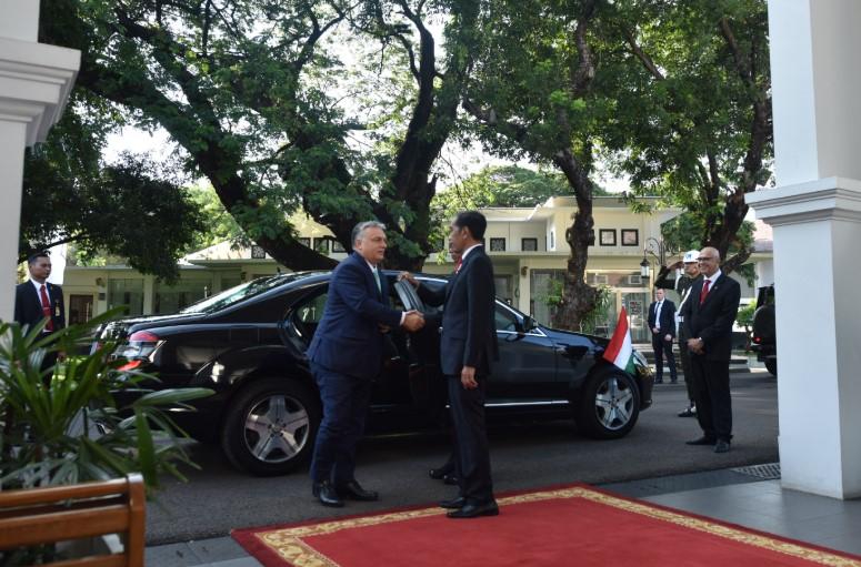 Bertemu PM Viktor Orbán, Presiden Jokowi Bahas Beasiswa Hingga Pelatihan Pemain Sepakbola di Hongaria