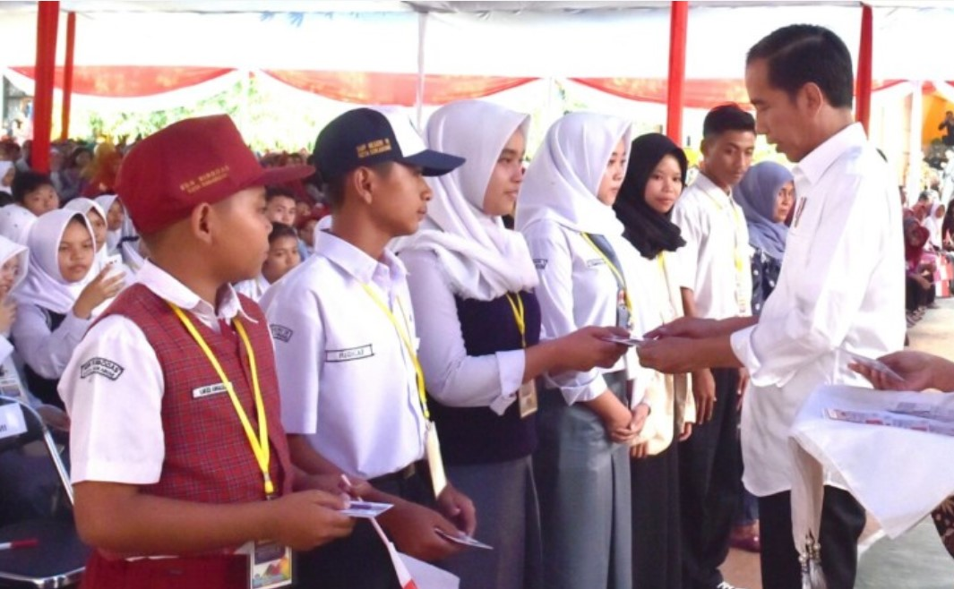 Bagikan KIP, Presiden Ingin Anak Indonesia Jadi Aset Bangsa