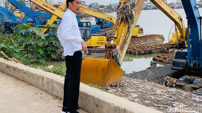 Jokowi: Lanjutkan Pembangunan Infrastruktur Pencegah Banjir