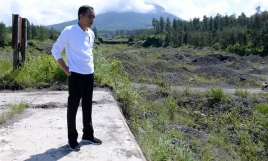 Presiden Jokowi: Semua Waduk yang Sedimennya Tinggi Diselesaikan dengan Penanaman Vetiver