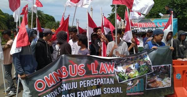 Rugi Menolak RUU Omnibus Law