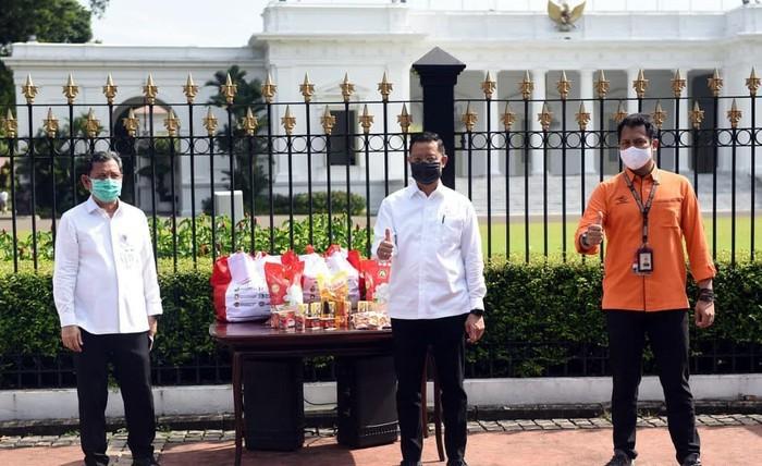Pemerintah Mulai Salurkan Bantuan Sembako Lewat Pos Indonesia