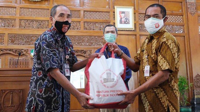 200 Seniman Solo Dapat Bantuan Presiden Joko Widodo