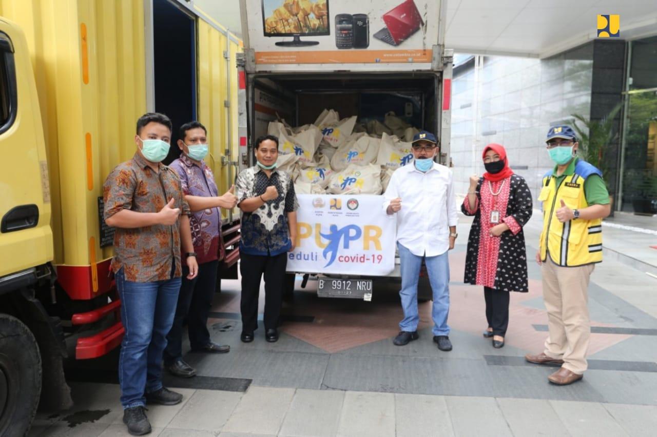 Kementerian PUPR Salurkan Bansos Bagi Pemangkas Rambut Garut Terdampak COVID-19