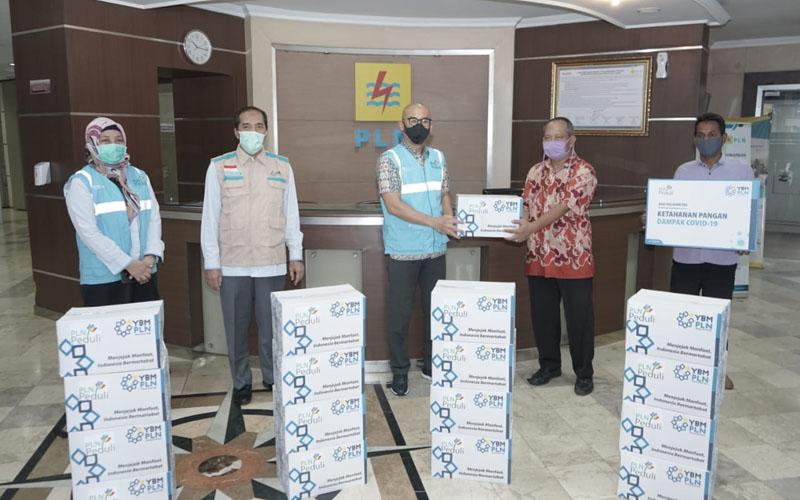 PLN Kembali Bagikan 6.135 Paket Sembako di Masa Pandemi Covid-19