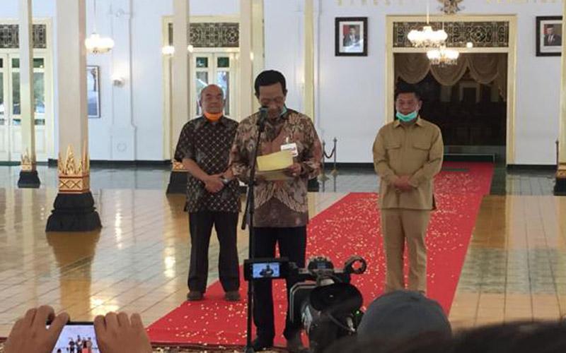 Sultan Minta Warga Jogja Tak Salat Id di Masjid atau Lapangan
