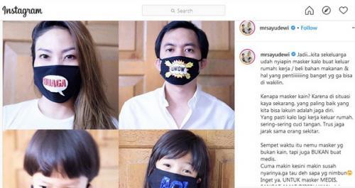 Gaya Ayu Dewi Lebaran di Rumah Saja, tetap Pakai Masker