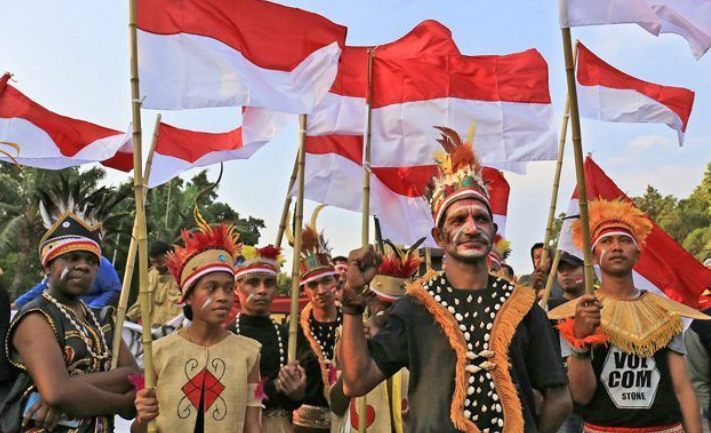 Mutiara dari Timur : Mengangkat Papua, Menyinari Indonesia