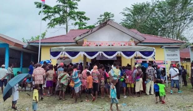 Warga Kampung Nawaripi Terima BLT Dana Desa Tahap Pertama