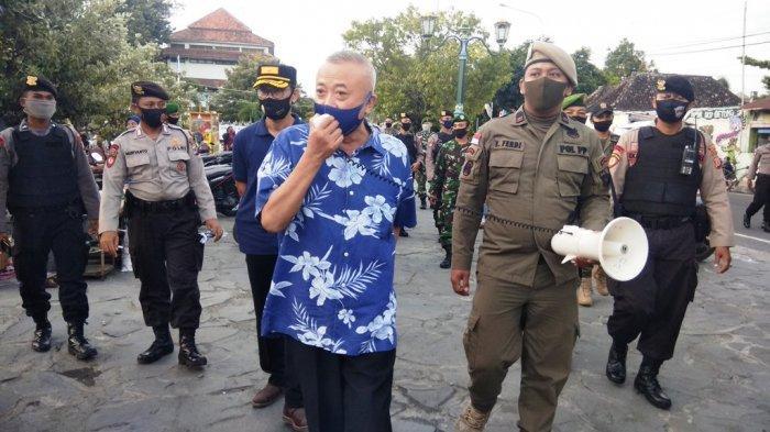 Ketika Bupati Suharsono Keliling Lapangan Paseban, Ajak Warga Bantul Patuhi Protokol Kesehatan
