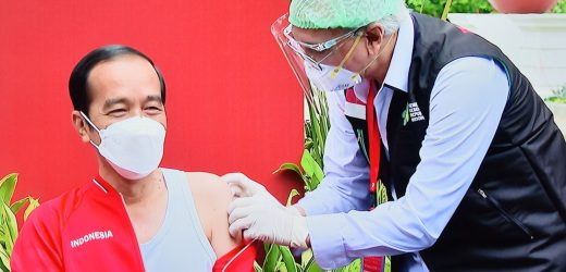 Dokter Kepresidenan Sebut Jokowi Tak Alami Keluhan Usai Divaksinasi Covid-19
