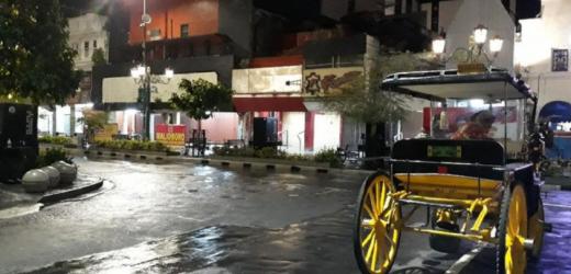 Bukti Masyarakat DIY Taat PTKM, Menengok Suasana Malioboro-Kopi Joss Yogya di Malam Pertama PTKM