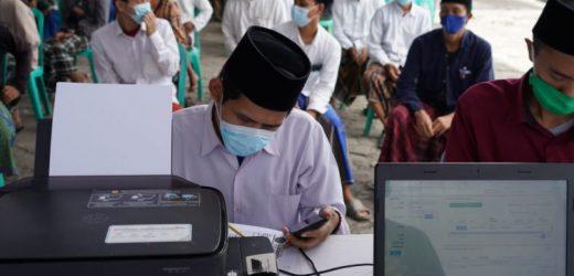 Dukung Pemakaian Vaksin AstraZeneca, Pondok Pesantren Lirboyo Gelar Vaksinasi Untuk 100 Santri dan Pengurus