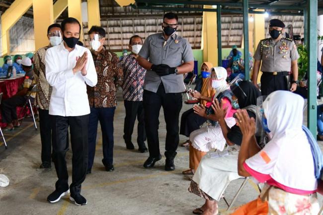 Jokowi: Pedagang Malioboro Divaksin, Wisata Yogya Bergeliat